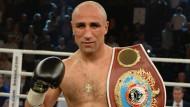 Boxweltmeister Abraham besiegt Engländer Smith