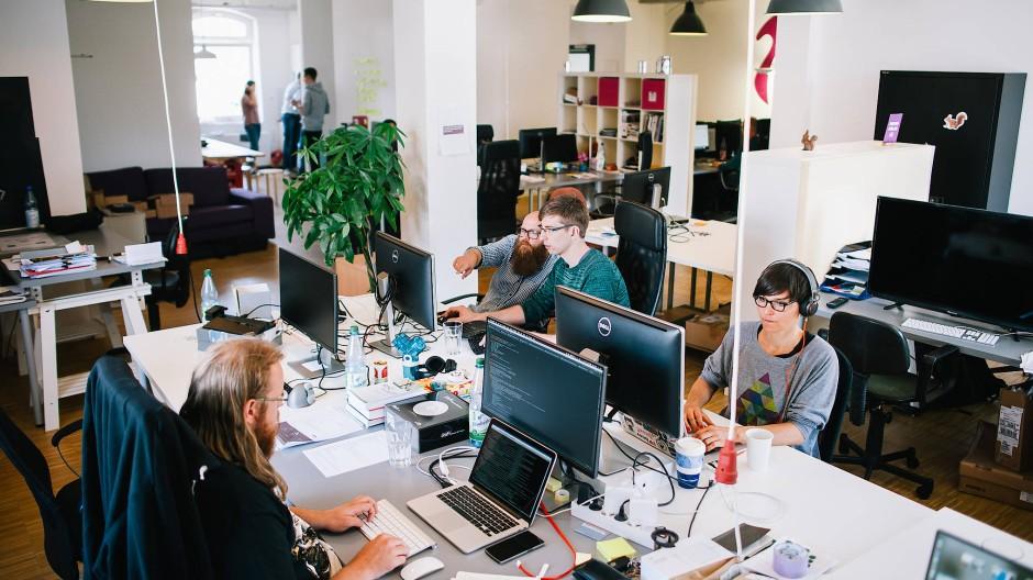 Wegen Corona: Im Jahresvergleich ist die durchschnittliche Mitarbeiterzahl von Start-ups gesunken (Symbolbild).