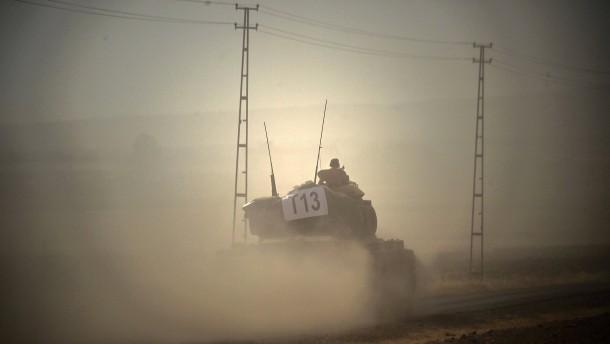 Türkische Panzer dringen auf syrisches Gebiet vor