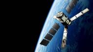 Der Erdbeobachtungssatellit SMOS der Europäischen Weltraumagentur Esa. Mit ihm können die Feuchtigkeit der Böden und der Salzgehalt der Ozeane gemessen werden.