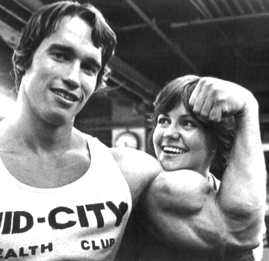 """Schauspielerin Sally Field und Arnold Schwarzenegger 1976 während der Dreharbeiten zu dem Film """"Stay Hungry"""""""