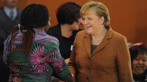 Merkel will mehr Einwanderer im öffentlichen Dienst