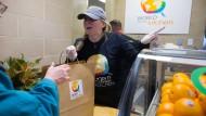 Eine Tafel in Washington versorgt Bundesbedienstete mit Gratis-Essen.