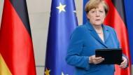 Merkel unterbrach bereits am Samstag ihren Urlaub und hielt in Berlin eine Ansprache.