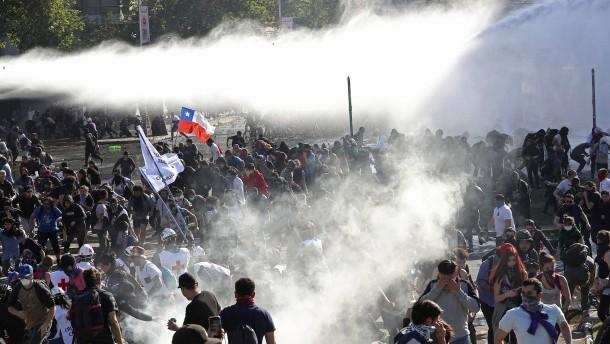 Schon acht Tote bei Protesten in Chile