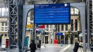 Ausgefallene Anzeigentafel der Deutschen Bahn am Hauptbahnhof in Frankfurt am Main
