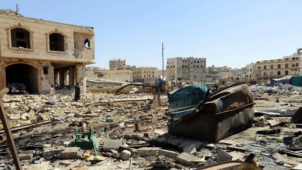 Saudi-Arabien fliegt Angriffe auf Huthi-Stellungen im Jemen