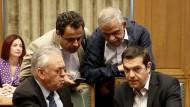 Was, wenn die Märkte nicht mitspielen? Tsipras bereitet sich am Dienstag mit Kabinettsmitgliedern auf die nächsten Griechenland-Gespräche vor.