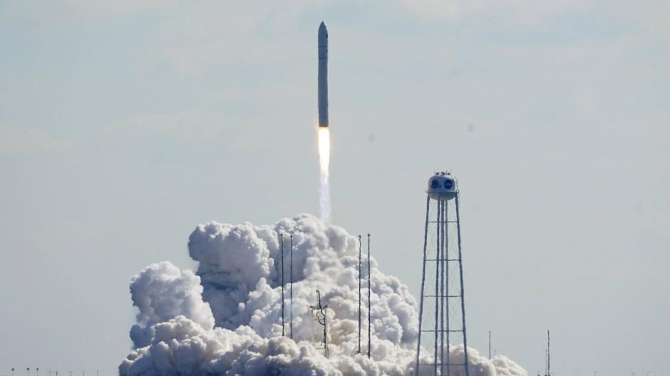 Hebt ab Richtung ISS: die Antares-Rakete von Northup Grumman