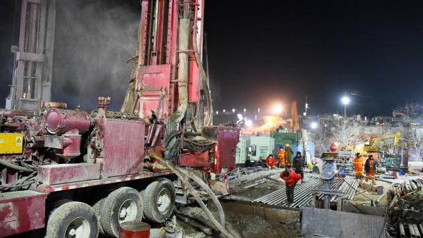 Neun Kumpel tot aus Goldmine in China geborgen