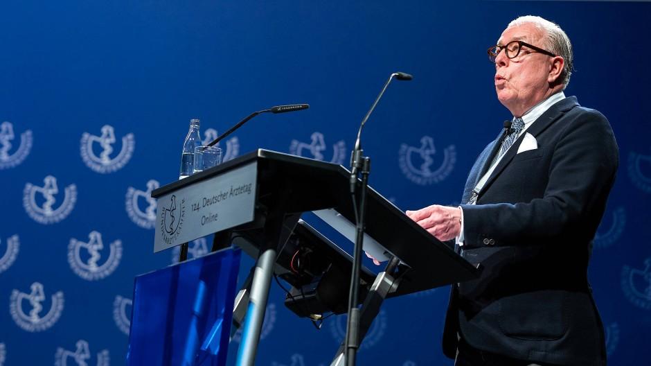 Der Präsident der Bundesärztekammer, Klaus Reinhardt, am Dienstag in Berlin bei der Eröffnung des Ärztetags.