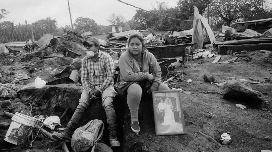 Marlene Vazquez und ihr Cousin Silas Vazquez trauern um ihre getöteten Cousins.
