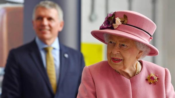 Queen tritt zum ersten Mal seit Pandemiebeginn öffentlich auf
