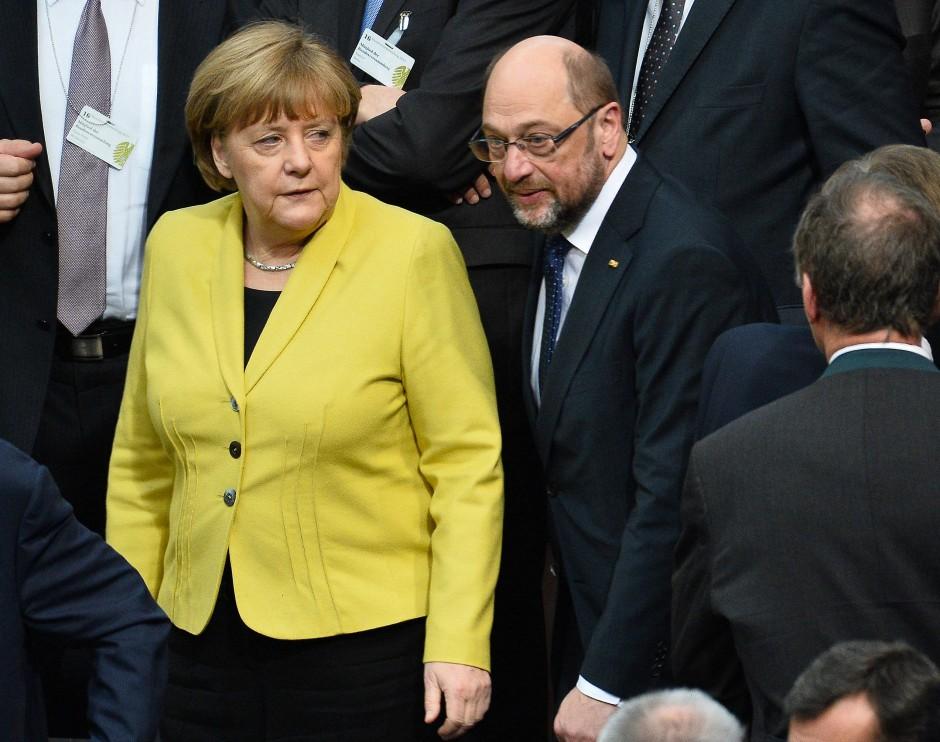 Im Tierreich gilt Gelb als Warnfarbe: Martin Schulz scheint der knallgelbe Blazer nicht abzuschrecken.