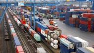Der Duisburger Hafenchef gerät in den Sturm