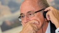 Nichts hören, nichts sagen, auch nichts sehen? Fifa-Präsident Blatter