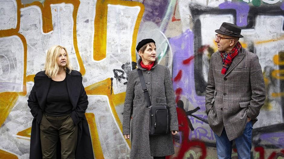 Karin Wieland, 62, Bettina Munk, 60, und Heinz Bude, 66, im bunten Westberlin von heute.