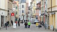 """Blick in die Fußgängerzone """"Roßmarkt"""" in der Zeitzer Innenstadt"""