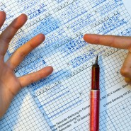 Junge und Alte sollten bezüglich ihrer Altersvorsorge unterschiedliche Rechnungen anstellen.