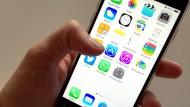 App-Entwicklern soll nach dem Willen von Apple künftig mehr Geld übrig bleiben, wenn die Anbieter vom einmaligen Verkauf auf ein Abo-Modell umsteigen.