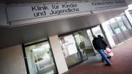 Wiederholter Hygienemangel: Bei neun Frühchen in der Horst-Schmidt-Klinik  wurden multiresistente Keime entdeckt. (Archivbild)