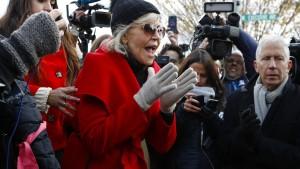 Jane Fonda abermals bei Demonstration festgenommen