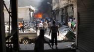 Szene nach einem Luftangriff auf die von Rebellen gehaltene syrische Stadt Idlib vor einigen Tagen (Archivbild).