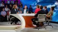 Maybrit Illner diskutiert mit ihren Gästen über die Zukunft der Autoindustrie