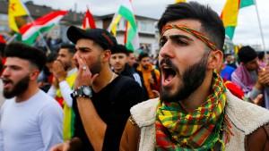 Tausende Kurden protestieren gegen türkische Militäroffensive