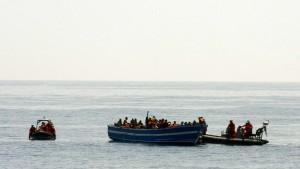 Deutsche Marine soll Flüchtlingsboote nach Rettung von Migranten versenken