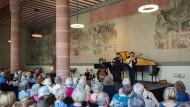 """Klangraum: Im Karmeliterkloster konnten die Besucher des Museumsuferfests Alter Musik lauschen. Auch die Konzerte der """"Orgelmeile"""" boten Gelegenheit, dem Rummel am Mainufer zu entkommen."""