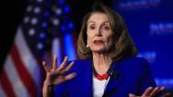 Die Amerikaner hätten ein Anrecht auf die Wahrheit, hieß es in einer gemeinsamen Mitteilung der Vorsitzenden des Abgeordnetenhauses, Nancy Pelosi, und des demokratischen Fraktionschefs im Senat, Chuck Schumer.