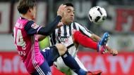 Kämpferisch: Marco Fabiàn (rechts), hier gegen den Hamburger Gotoku Sakai, ist nach überstandenen Rückenproblemen schon fast wieder ganz der Alte.