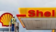 Entwicklungsminister will Shell und Adidas boykottieren