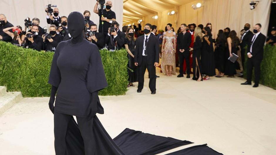 """Kim Kardashian in Balenciaga auf der diesjährigen """"Met Gala""""."""
