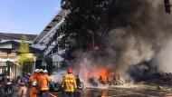 Anschlag vor einer Kirche in Surabaya