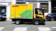 Die meisten Lastwagen in den DHL-Farben gehören zu unabhängigen Transportunternehmen.