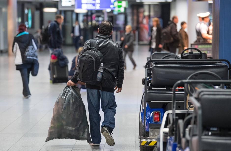 Leergut gibt es am Flughafen genug.