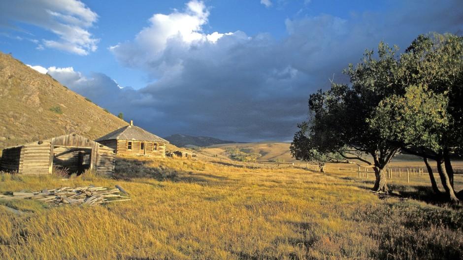 Perfekter Rückzugsort für alternde Männer, die sich überall verlassen fühlen, nicht nur in der Einöde: Farm am Red Rock Pass in Montana