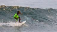 Kleiner Surfer, großer Hai: der zehnjährige Eden Hasson trifft auf einen zweieinhalb Meter großen Weißen Hai.