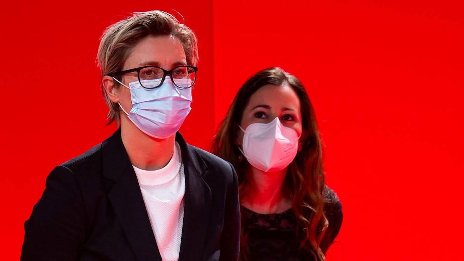 Rot und Tiefrot: Susanne Hennig-Wellsow und Janine Wissler