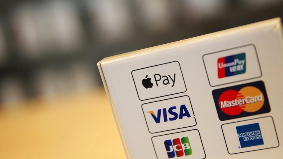 Logos verschiedener Zahlungsdienste.