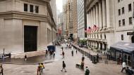 Das Finanzzentrum New Yorks an der Wall Street: Deutsche legen im Ausland besonders schlecht an.