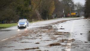 Hochwasser an Rhein steigt weiter - B 42 bleibt gesperrt