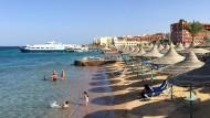Urlauber am Strand von Hurghada (Ägypten) im Jahr 2016: Wie wird es in diesem Sommer aussehen?