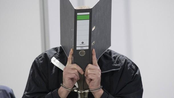 Angeklagter schweigt zum Prozessauftakt
