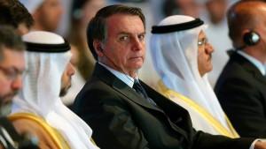 Bolsonaro bestellt angesehene Tageszeitung ab und droht Unternehmen