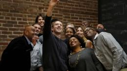 Zuckerbergs Amerika-Tour kostet Facebook Millionen
