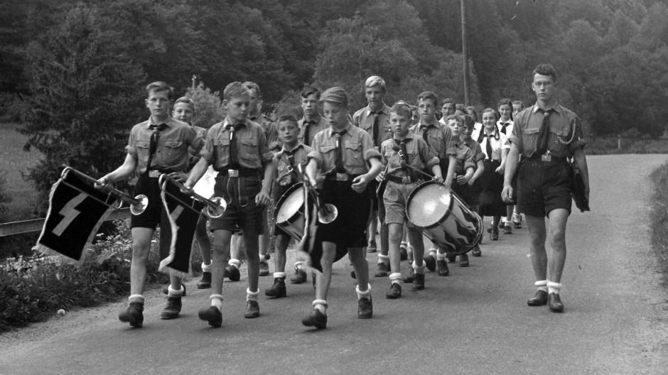 Kindheit 1940: Das Deutsche Jungvolk marschiert