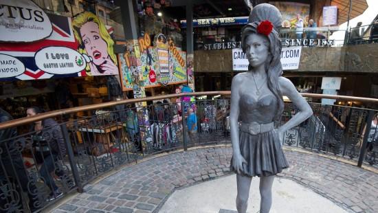 Statue zu Ehren von Amy Winehouse